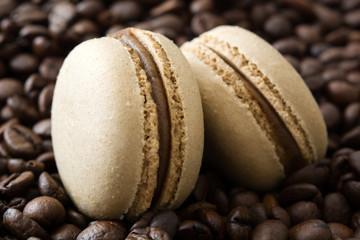 FototapetaFrench coffee macaroons and coffee beans background