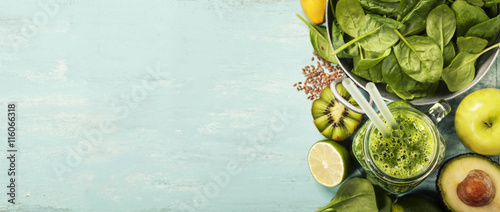 Fotomural Healthy green smoothie and ingredients on blue background