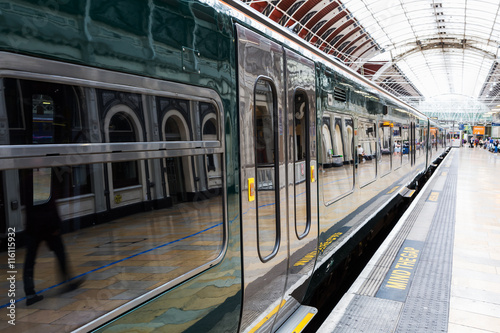 Papiers peints Gares train at Paddington station in London
