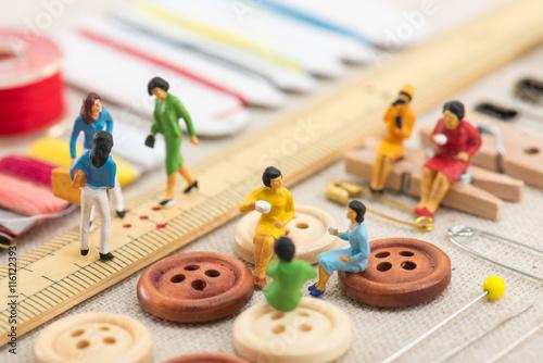 Fotografia  裁縫道具とミニチュアの女性