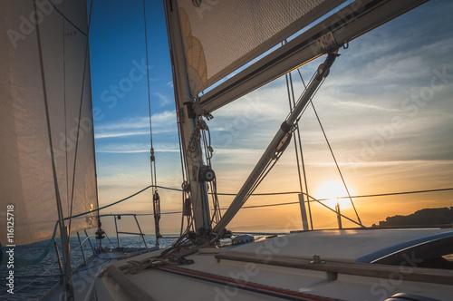 Poster Zeilen Sailing on the Sea, Sunrise