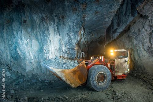 Gold mine tunnel Fototapete