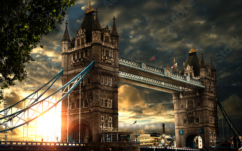 tower-bridge-londyn