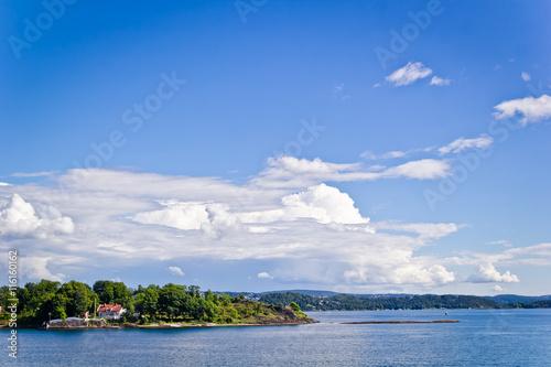 Вид с моря на Осло, солнечный день, голубое небо, море Poster