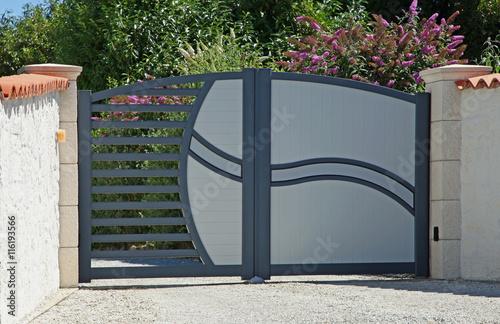 portail m tallique d co acheter cette photo libre de. Black Bedroom Furniture Sets. Home Design Ideas