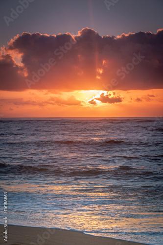 Papiers peints Corail Sunrise/sunset above the ocean