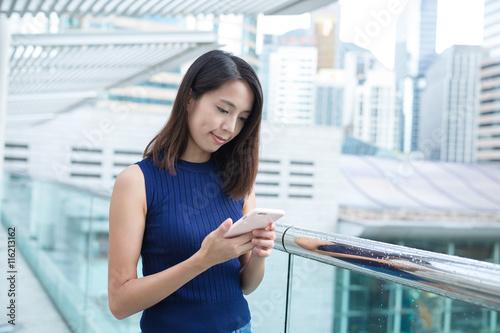 Photo  Businesswoman using mobile phone