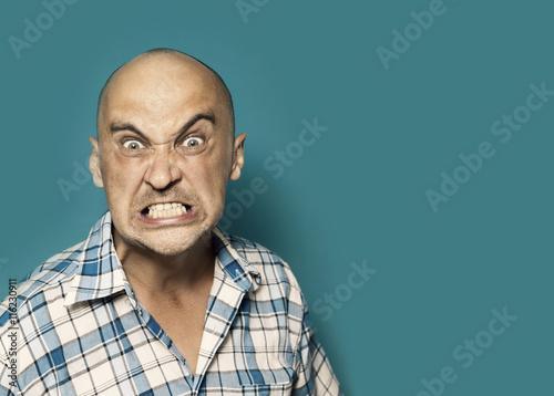 Fotografía  Retrato de hombre enojado
