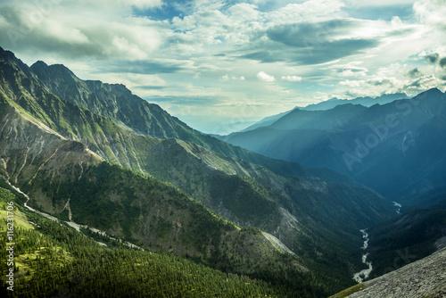 lato-gory-krajobraz-w-baikal-gorach