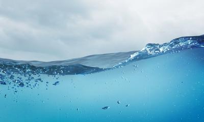 Podwodny widok na ocean. Różne środki przekazu