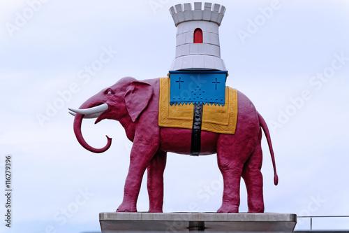 Photo  Elephant and Castle symbolic statue