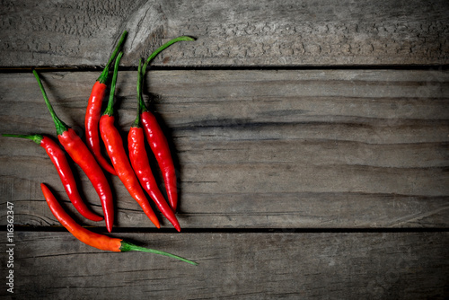 Photo  Top view of red chilli pepper on wooden background