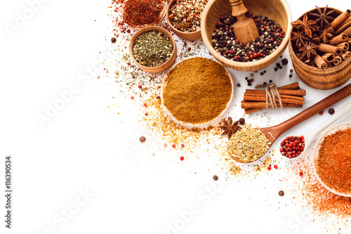 Autocollant pour porte Herbe, epice Spices isolated on white