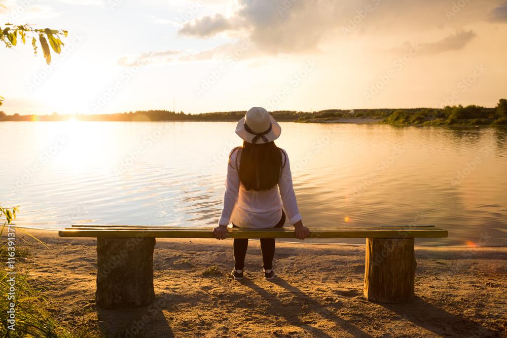 Fototapeta Girl resting on the lake