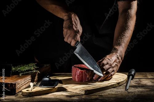 Papiers peints Steakhouse Chef butcher prepare beef steak