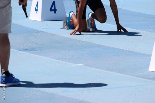 A vos marques ! Au départ du 400 m haies féminin Canvas Print