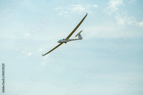 The glider gliding in the sky
