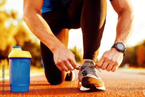 Poster Jogging Man tying jogging shoes
