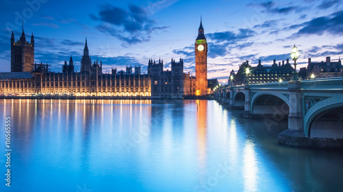 Fotomural Big Ben and the Houses of Parliament at night in London, UK
