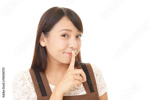 Fotografía  秘密のジェスチャーをする女性