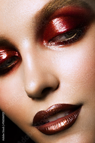 Poster  sensual glamour portrait of beautiful woman model lady with fresh makeup with re