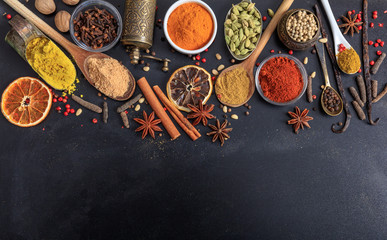 Panel SzklanyComposition of spices on a black background