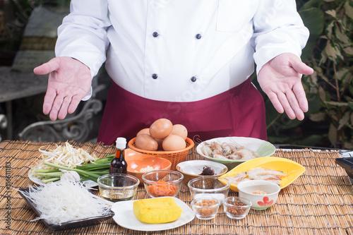Chef present ingredient of Pad Thai