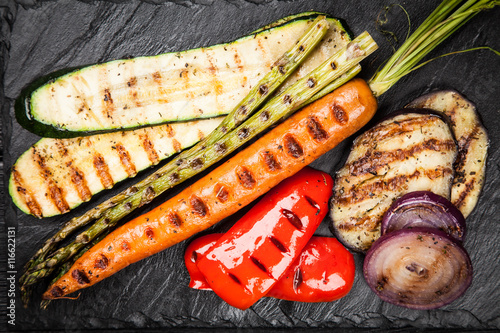 Assortment of grilled vegetables - 116622131