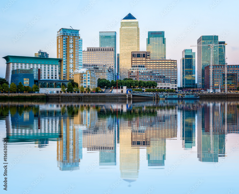 Fototapety, obrazy: Canary Wharf in London at Sunset