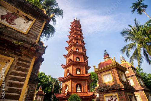 pagoda-swiatyni-tran-quoc-w-hanoi-wietnam