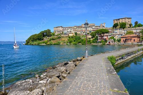 Fotografie, Obraz  Summer on the Bolsena lake (Lazio, Italy) - The town of Capodimonte