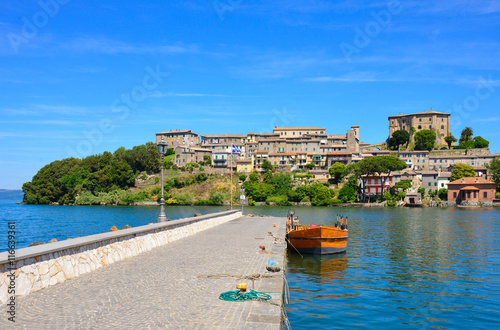 Fotografie, Obraz  Summer on the Bolsena lake (Lazio, Italy) - The town of Capodimonte