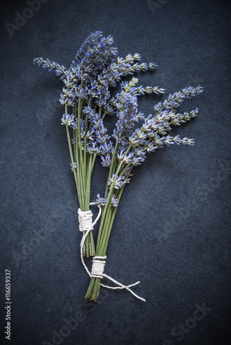 Photo  drying fresh lavender, herb concept