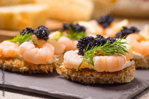 Spoed Fotobehang Voorgerecht Shrimp Appetizer served on toasted bread