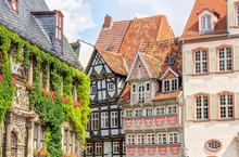 Alte, Traditionelle Fachwerkhäuser In Der Welterbestadt Quedlinburg Im Harz, Markt Und Und Gebäude Der Stadtverwaltung