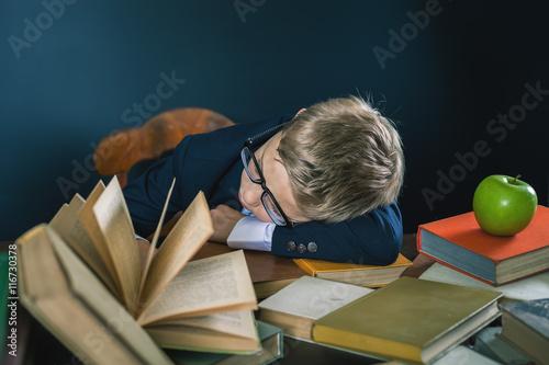 Fotografía  Motive a su hijo a estudiar un tema aburrido