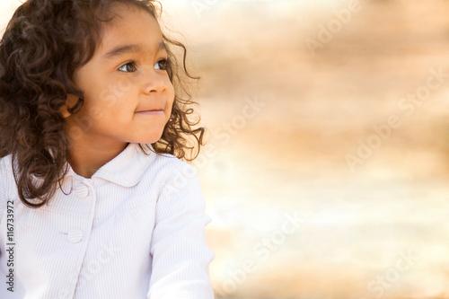 Valokuvatapetti Hispanic little girl.