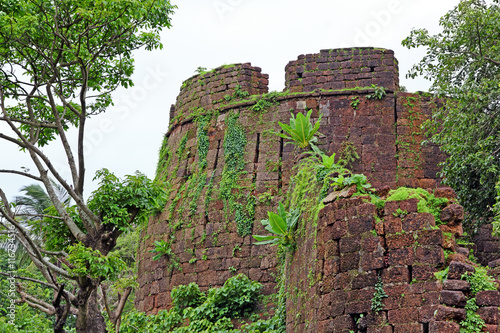 Papiers peints Fortification Remains of one of the turrets of Cabo de Rama Fort in Goa, India. A centuries old fort, last owned by the Portuguese during their occupation of Goa.