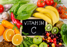 Foods High In Vitamin C On Woo...