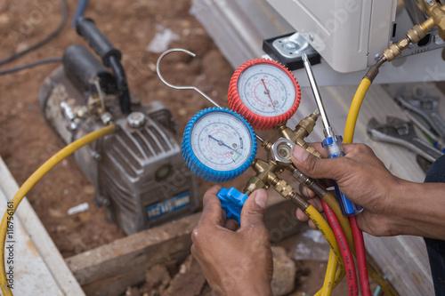 Fotografia, Obraz  vacuum pump evacuates air from the air conditioner
