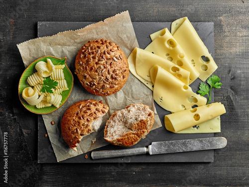 Plakat martwa natura z chlebem i serem