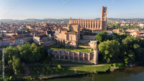 Albi, cathédrale Sainte Cécile et le Palais de la Berbie Wallpaper Mural