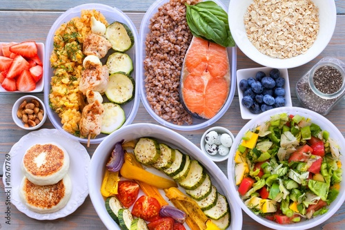 Fotografía  Health & Fitness Food in lunch boxes. Set meal for the whole day