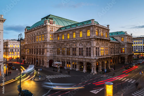 Deurstickers Wenen Vienna State Opera at night