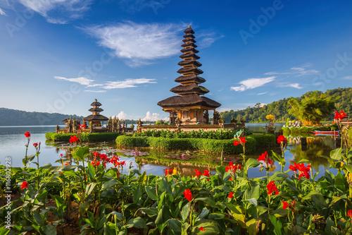 Foto op Aluminium Bali Pura Ulun Danu Bratan, or Pura Beratan Temple, Bali island, Indo