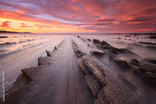 Precioso atardecer en la playa de Sakoneta (País Vasco) Poster