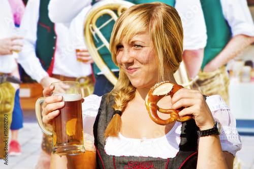 Fotografie, Obraz  Feiern auf dem Volksfest