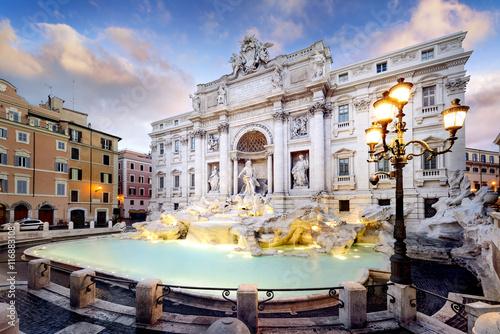 La pose en embrasure Rome Trevi Fountain, rome, Italy.