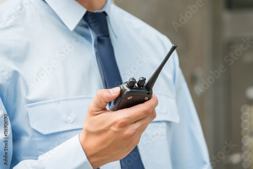 Foto  Security Guard Holding Walkie-talkie