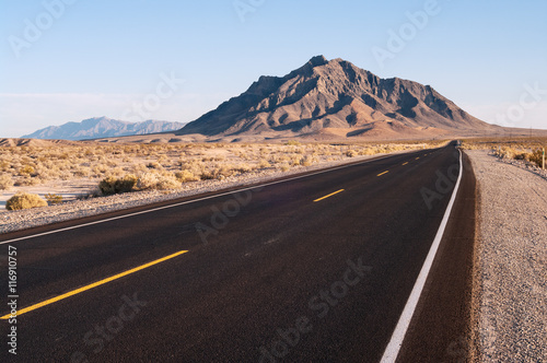 Beautiful road and landscape near Death Valley National Park showing Eagle Mountain in the background Tableau sur Toile